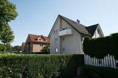 SMK Immobilien: Chic wohnen über 2 Ebenen!  Maisonettenwohnung in 33758 Schloß Holte-Stukenbrock Cabin, Mansions, House Styles, Home Decor, Real Estates, Homes, Decoration Home, Manor Houses, Room Decor