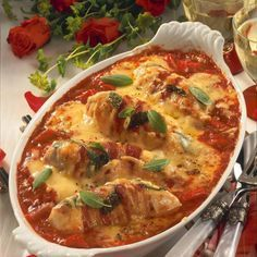 Baked chicken fillets in tomato sauce recipe DELICIOUS-Gebackene Hähnchenfilets in Tomatensoße Rezept Yummy Chicken Recipes, Yummy Food, Healthy Recipes, Free Recipes, Chicken Fillet Recipes, Tomato Sauce Recipe, Sauce Recipes, Drink Recipes, Law Carb