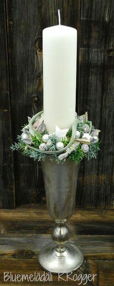 Christmas Flower Arrangements, Christmas Flowers, Christmas Mood, Christmas 2015, Christmas And New Year, All Things Christmas, White Christmas, Xmas, New Years Decorations
