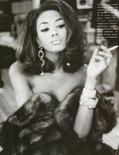 Naomi Campbell in 1990. Great pic with the exception of the cigarette. Hair or wig is lush.