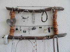 Porte bijoux mural bois flotté côté coeur de la boutique PorteBijouxSylsun sur Etsy