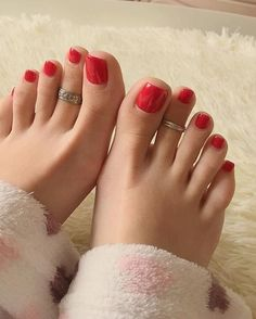 Girl's feet lover image Pretty Toe Nails, Cute Toe Nails, Sexy Nails, Sexy Toes, Pretty Toes, Feet Soles, Women's Feet, Painted Toe Nails, Toe Ring Designs