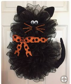 oh my gosh! 22 x 18 Halloween Deco Mesh Black Cat Wreath withx Handmade Halloween Deco Mesh Black Cat Wreath With Bow Tap the link Now - Luxury Cat Gear - Treat Yourself and Your CAT! Stand Out in a Crowded World!Halloween Wreath Idea - cat, posted f Chat Halloween, Moldes Halloween, Halloween Deco Mesh, Adornos Halloween, Manualidades Halloween, Diy Halloween Decorations, Holidays Halloween, Fall Deco Mesh, Halloween Ideas