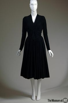 1942 - Dress - Madame Grès - Black wool jersey