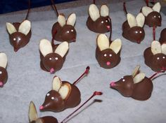 "Chocolate Covered Cherry Mice for Valentine's Day. You can cut a sugar cookie decorated with yellow icing in 4 triangles to make little ""cheese"" and placed a mouse on each slice. Chocolate Covered Cherries, Chocolate Cherry, Melting Chocolate, Chocolate Chips, Chocolate Frosting, Chocolates, Mouse Recipes, Candy Recipes, Chocolate Mouse"