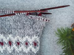 Julvanten: Del 2 - Järbo Garn AB Mittens, Ravelry, Knit Crochet, Fair Isles, Pattern, Knitting Projects, Knits, Socks, Tricot