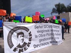 Manifestación a las afueras de la Plaza Mayor en Torreón.