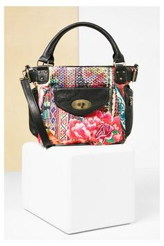 Black floral handbag Desigual. Discover the fall-winter 2016 collection!