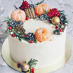 It's time to turn your attention to a Christmas cake. Christmas cake only needs to add a little crea Cupcake Decoration, Christmas Cake Decorations, Christmas Desserts, Christmas Treats, Christmas Baking, New Year Cake Decoration, Chocolate Christmas Cake, Christmas Cake Designs, Birthday Decorations