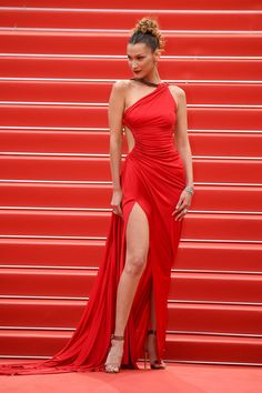 """""""Pain And Glory (Dolor Y Gloria/ Douleur et Gloire)"""" Red Carpet - The Annual Cannes Film Festival Gala Dresses, Event Dresses, Red Carpet Dresses, Bella Hadid Outfits, Bella Hadid Style, Bella Hadid Red Carpet, Red Carpet Looks, Fashion Tips For Women, Cannes Film Festival"""