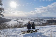A couple sit on a bench overlooking the snow-covered fields of Thirsk at Sutton bank National Park Centre in the North Yorks Moors National Park in North Yorkshire Bbc Weather, Wintry Weather, Yorkshire Towns, North Yorkshire, Sutton Bank, Beast From The East, British Countryside, National Parks, Europe