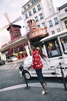 #stars #sweaters #red #tops #streetstyle #paris #parisfrance #mallorythelabel #collection #clothes #womensfashion #fashion #style Red Tops, Red Sweaters, Knitted Fabric, Picture Ideas, Red And White, Fitness Models, Street Style, Paris, City