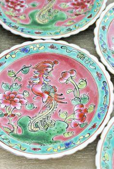 色鮮やかプラナカンの器とニョニャ菓子でティータイム