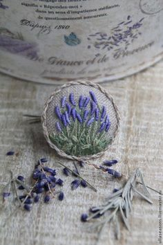Resultado de imagem para bullion stitch embroidery from roses to wildflowers Silk Ribbon Embroidery, Embroidery Applique, Cross Stitch Embroidery, Embroidery Patterns, Fabric Brooch, Brazilian Embroidery, Fabric Art, Needlework, Crochet