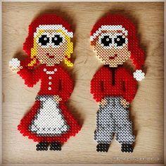 Min lillebror og jeg havde, da vi var små, en Nisse-Lars og en Nisse-Line. De to nissedukker har givet inspiration til mine små perlenisser. Mønstrene findes selvfølgelig på bloggen❤️ #perlenisser #nisser #nisse #jul #juleperler #christmas #julepynt #julenisse #perler #perlerbeads #fusebeads #hama #hamaperler #perleplader #pärlplatta #pärlplattor