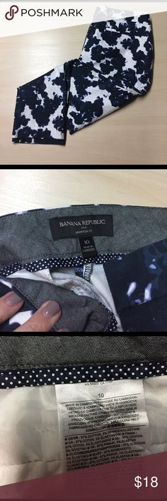 "Banana Republic Blue Floral Hampton Fit Pants - 10 Banana Republic Blue Floral Hampton Fit Pants - 10 // Waist: 16.5"" laying flat / inseam: 26"" / rise: 9"" Banana Republic Pants Ankle & Cropped"