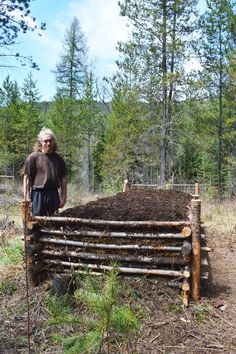 An improved hugelkultur bed for older homesteaders How to Create an Improved Hugulkulter for Older Gardeners Building A Raised Garden, Raised Garden Beds, Raised Beds, Raised Gardens, The Farm, Garden Compost, Herb Garden, Permaculture Garden, Permaculture Courses