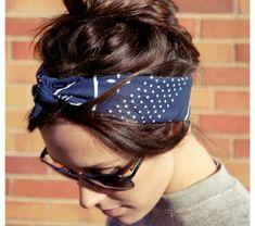 1-accessoire-cheveux-bandeau-cheveux-blue-lunettes-de-soleil