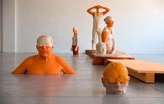 Creo que empiezo a tener un problema de fuerte adicción con los escultores que trabajan la madera. Aquí tenemos al impresionante Willy Verginer con sus poéticas figuras medio pintadas.                           …