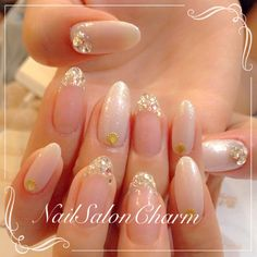 Beautiful gold and sparkly nails! Looks elegant, but easy to do. Fancy Nails, Bling Nails, Pretty Nails, Sparkly Nails, Beautiful Nail Designs, Cute Nail Designs, Bridal Nails, Wedding Nails, Kawaii Nails