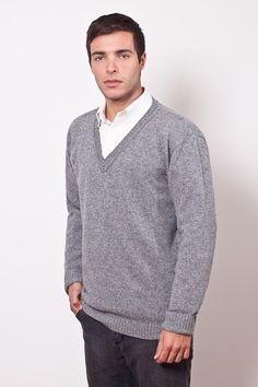 Sweater clásico escote en V punto jersey, con puños en elástico