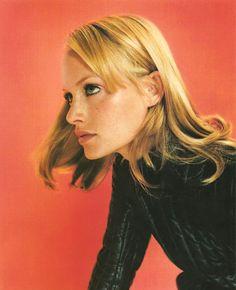 Campaign: Jil Sander Season: Fall 1995 Photographer: Craig McDean Model(s): Amber Valletta Amber Valletta, Moda Fashion, 90s Fashion, Fashion Beauty, Fashion Rings, Vintage Fashion, Jil Sander, Film Photography, Fashion Photography