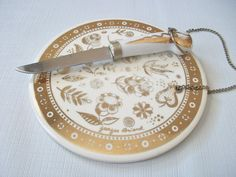 Georges Briard Round Cutting Board with Chain, Mid Century Gold Tone Floral Ceramic Cheese Board w/ Knife, Tile Cutting Board w/ Flowers