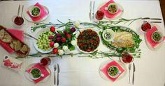 Kaunis kattaus ja maittava ruoka. Hieno tapa juhlistaa ystävänpäivää.