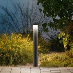 LED-Garten- und Wegeleuchten, die sich durch hohen Sehkomfort auszeichnen. Die zu beleuchtenden Bodenflächen werden blendfrei und mit sehr gleichmäßiger Beleuchtungsstärke ausgeleuchtet. Perfekte Leuchten für die Beleuchtung von Einfahrten, Wegen sowie vielen Bereichen der Landschafts- und Gartenarchitektur. Geeignet für Anlagen im privaten und öffentlichen Bereich, in denen keine Gefahr der mutwilligen Zerstörung besteht.