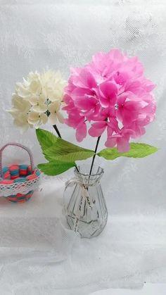 Flower Crafts, Diy Flowers, Fabric Flowers, Nylon Flowers, Paper Crafts Origami, Cool Paper Crafts, Tissue Paper Flowers, Flower Paper, Paper Flower Tutorial
