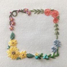 いいね!59件、コメント1件 ― 【atelier Ao】 Mayuさん(@atelier.ao)のInstagramアカウント: 「* * ひまわりやアガパンサスの入った夏のスクエアフレームをデザインしました。飾ったのは、ターコイズやアンバー。 * * I embroidered the square frame with…」