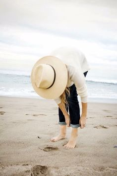 Morning stroll on Santa Monica beach with in my denim and Jenni Kayne sweater! Rolled Up Jeans, Summer Outfits, Cute Outfits, Fashion Beauty, Womens Fashion, Who What Wear, Playing Dress Up, Casual, Style Inspiration