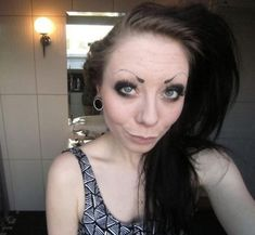 Take a look at these funny girls with the worst eyebrows ever and laugh whole day. Girls like to shape their eyebrows perfectly, so they look beautiful. But, these funny girls whose eyebrows are so bad that will make you laugh out loud. Straight Eyebrows, Types Of Eyebrows, Filling In Eyebrows, Arched Eyebrows, How To Grow Eyebrows, Funny Eyebrows, Blonde Eyebrows, Makeup Tools, Hair Makeup