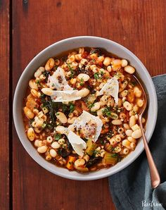 News flash: all you have to do is bust out your Crock-pot for a mini trip to the Tuscan countryside. Parmesan rind and a kitchen sink's worth of veggies, pasta, beans and aromatics give our slow-cooker pasta e fagioli soup a ton of flavor. Slow Cooker Huhn, Slow Cooker Pasta, Fall Soup Recipes, Pasta Recipes, Fall Crockpot Recipes, Winter Recipes, Slow Cooker Recipes, Recipe Pasta, Crockpot Meals