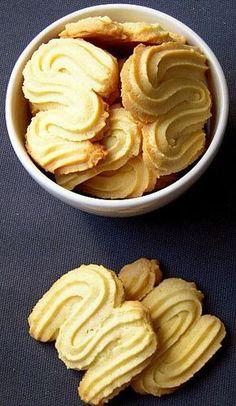 Sprint Z tz - biscuit viennois Spritz Biscuit, Biscuit Cookies, Biscuit Recipe, Gourmet Recipes, Cookie Recipes, Dessert Recipes, Fall Recipes, Sweet Recipes, Bolacha Cookies
