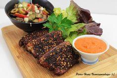Plancha de travers de porc style BBQ aux deux sauces