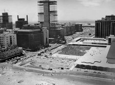 The very last structure of the three buildings of the old station complex being demolished (see note) while the new station gardens and the Trust Bank/Absa Building are well on their way to completion. Old Photos, Vintage Photos, Cape Town South Africa, My Land, Old Houses, Buildings, Old Things, History, Afrikaans