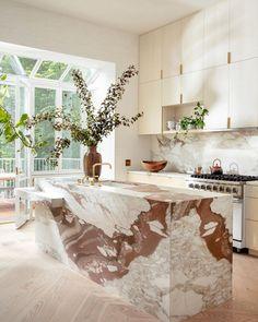 A divinely bohemian Brooklyn brownstone (Desire To Inspire) Room Interior Design, Modern Interior Design, Interior Design Inspiration, Kitchen Interior, Kitchen Decor, Kitchen Design, Kitchen Ideas, Bohemian Interior Design, Kitchen Trends