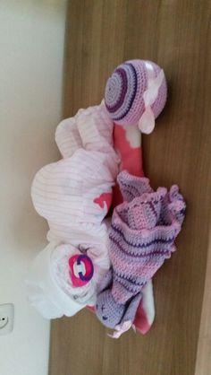 Baby rose met speeltjes