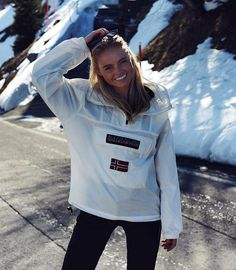 ✨ lucky moments ✨ #swiss #napapijri Ski Fashion, Fashion 2017, Winter Fashion, Fashion Looks, Fashion Outfits, Cold Day Outfits, Casual Outfits, Cute Outfits, Mode Au Ski
