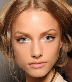 maquillaje para rostro cansado