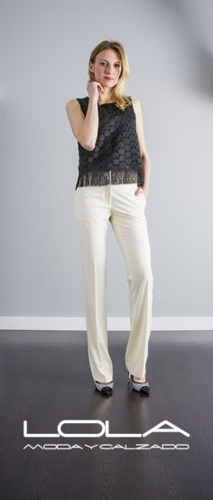 """Tu blusa en negro un """"must have"""" de cada temporada.  Pincha este enlace para comprar tu blusa en nuestra tienda on line:  http://lolamodaycalzado.es/primavera-verano/581-blusa-gatsby-en-negro-sophyline.html"""