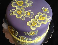 You will love these Brush Embroidery Cake Flowers. Watch the video and grab some templates while you're here. Check out the ideas now. Flower Cake Decorations, Cake Flowers, Brush Embroidery Cake, Cake Mix Pancakes, Best Cake Mix, Cake Pop Stands, Spring Cake, New Cake, Chocolate Strawberries