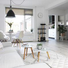 @huisjeaandehaven Scandinavian, Dining Table, 21st, Homes, Instagram Posts, Furniture, Home Decor, Lounges, Houses