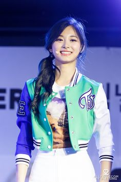 ♡ [ Official Thread of Chou Tzuyu ] NEW OP incoming! ⇀ Poll updated ⇀ The Most Beautiful Face of 2019 ヽ(♡‿♡)ノ Kpop Girl Groups, Korean Girl Groups, Kpop Girls, Extended Play, Nayeon, Chou Tzu Yu, Tzuyu Twice, Dahyun, Most Beautiful Faces