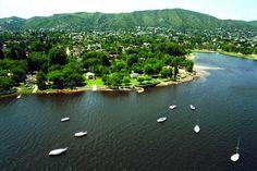 Vista del lago San Roque, en Villa Carlos Paz, Córdoba.