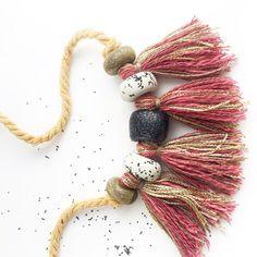 Polímero arcilla grano y cuerda collar con borlas por Kelaoke