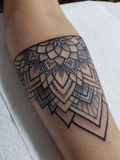 Tattoo Femeninos, Tatoo Henna, Wrist Tattoos, Tattoo Fonts, Arm Band Tattoo, Body Art Tattoos, New Tattoos, Small Tattoos, Sleeve Tattoos