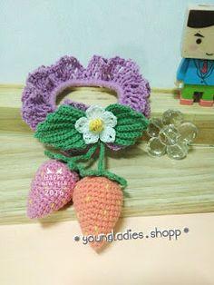 youngladieshome: Scrunchie with Crochet Strawberries