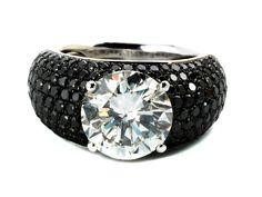 Ringweite: 51. Gewicht: ca. 11,8 g. WG 750. Beigefügt ein Zertifikat von EGL International Nr. EGL3442864940 vom Dezember 2014. Eleganter, hochwertiger Ring...
